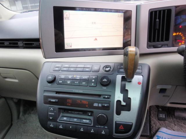 なんと純正のモニターに角度調整が出来、運転席側に向ける事が出来ます!!