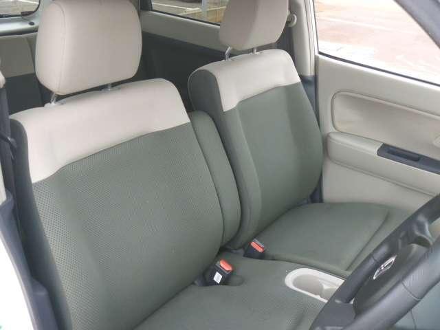 程よい硬さがあり運転しやすいシートです!