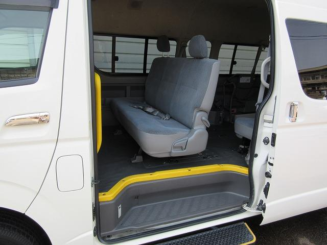 トヨタ ハイエースコミューター 4WD 車いす4基対応 ウェルキャブ 福祉車両