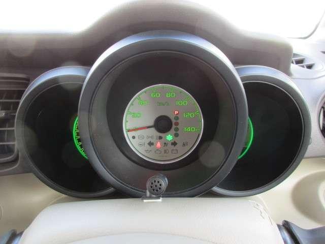 自発光式の見易いメーター。燃費も計れます。