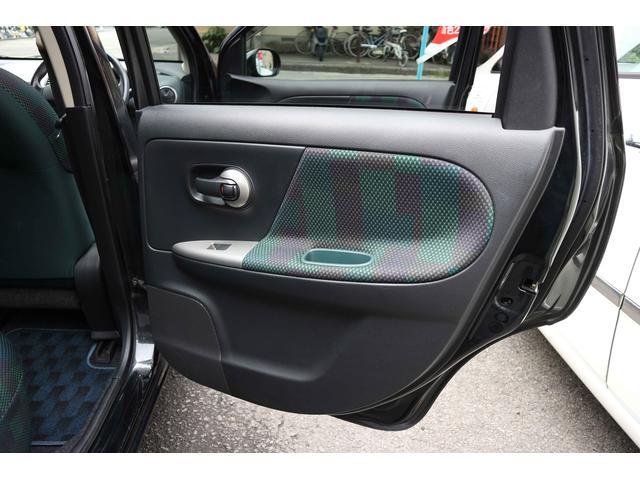両手が塞がっている時など特にありがたい「インテリジェントキー」装着車ですので、いちいち鍵を取り出す必要もありません。ボタン「ピッ!!」で鍵が開き、ノブを「クルッ!!」でエンジンが掛かります。