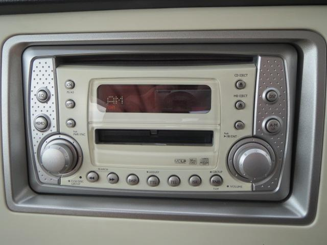 CDだけでなくMD聴く事ができます。お好きな曲をたくさん入れてドライブしましょう!