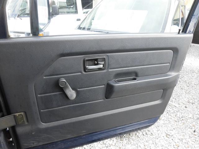 ドアの内張りはこのような状態です。