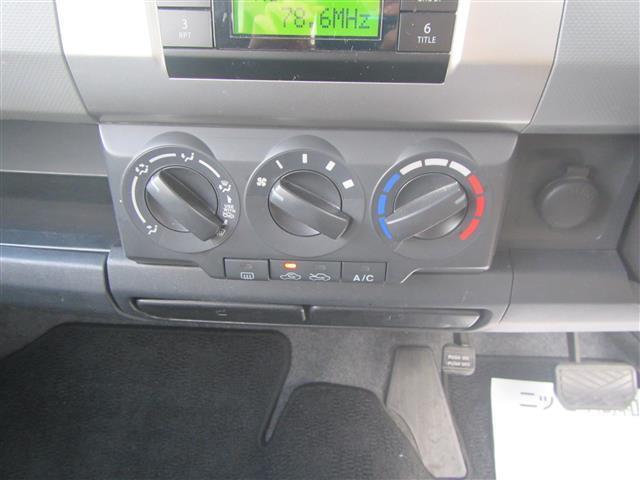 納車後もお客様に安心してお乗りいただけるようバッテリー、ワイパーゴム、エンジンオイル、ブレーキ周りなどを入念に点検し、劣化部品を交換してお渡しします。