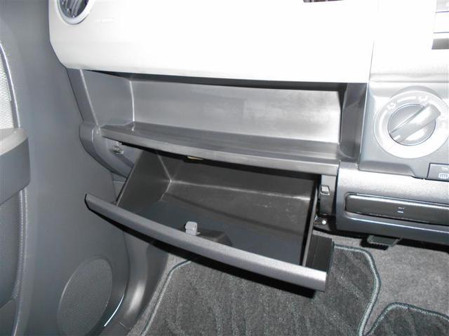 収納スペースもたくさんあるので車検証や小物等を入れておけます
