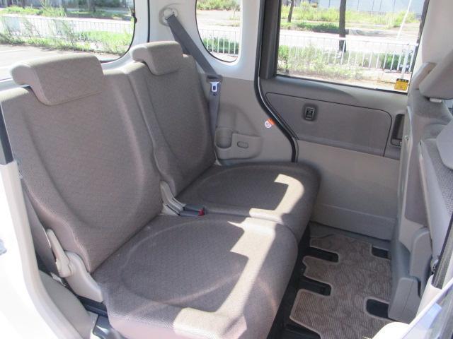 後部座席の様子です!足元のスペースも広くゆったり座れます♪