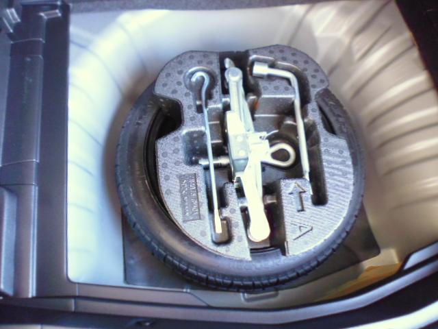 緊急用応急タイヤ装着タイプです。基本は後輪に装着して、速やかに最寄の修理工場へ(高速走行は控えてください)。