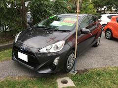 沖縄の中古車 トヨタ アクア 車両価格 178万円 リ済別 平成28年 1.6万K グレーM