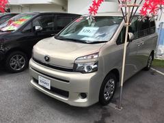 沖縄の中古車 トヨタ ヴォクシー 車両価格 129.6万円 リ済別 平成25年 7.0万K ベージュ