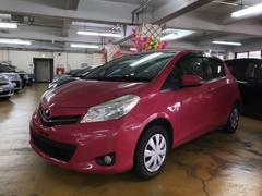 沖縄の中古車 トヨタ ヴィッツ 車両価格 84.2万円 リ済別 平成24年 6.2万K ピンク