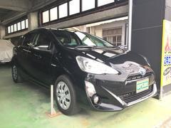 沖縄の中古車 トヨタ アクア 車両価格 129万円 リ済込 平成28年 1.4万K ブラック