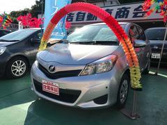 沖縄の中古車 トヨタ ヴィッツ 車両価格 88万円 リ済込 平成26年 4.7万K シルバーメタリック
