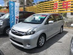 沖縄の中古車 トヨタ アイシス 車両価格 118万円 リ済別 平成24年 6.3万K シルバー