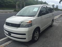 沖縄の中古車 トヨタ ヴォクシー 車両価格 29万円 リ済込 平成15年 8.6万K ホワイト