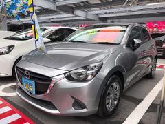 沖縄の中古車 マツダ デミオ 車両価格 99万円 リ済込 平成27年 5.6万K シルバー