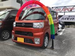 沖縄の中古車 トヨタ ピクシスメガ 車両価格 118万円 リ済込 平成28年 0.4万K オレンジ