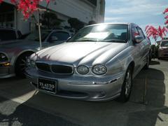 沖縄の中古車 ジャガー ジャガー Xタイプ 車両価格 79.8万円 リ済別 2003年 8.8万K シルバー
