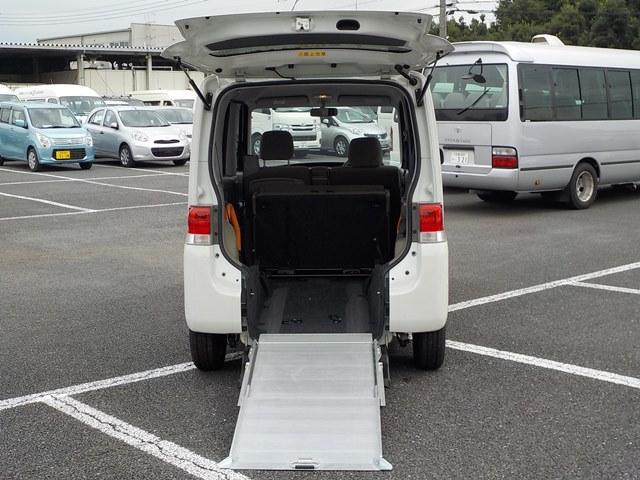 ダイハツ リヤスローパー(リヤシート付) 車椅子固定装置(電動固定式)