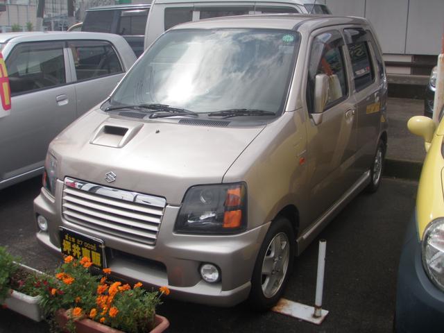 人気のターボ入荷しました。程度の良い車ですシートカバー付きでオシャレに決まっています