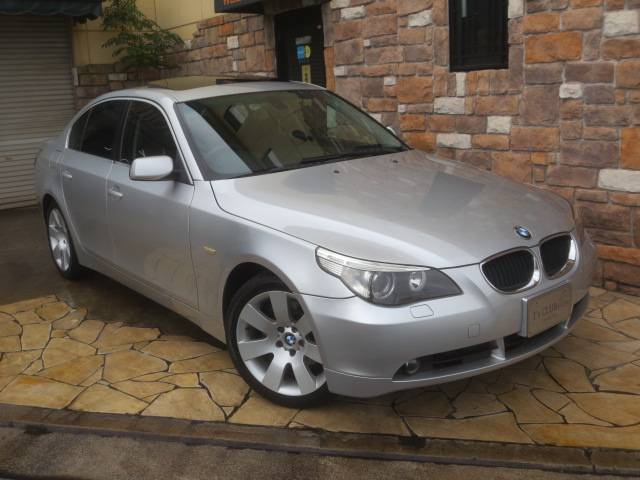 BMW 530iハイラインパッケージ 黒革 ガラスSR 純正18AW