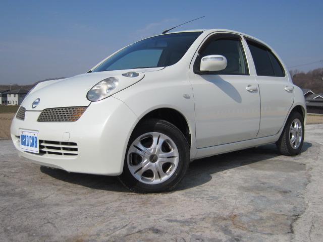 お買い物するのにぴったりな小型自動車♪内外装共に傷少なく安心です。