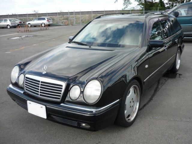 メルセデス・ベンツ Eクラスステーションワゴン E240ステーショ...