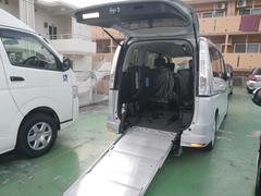 沖縄の中古車 日産 セレナ 車両価格 275万円 リ済込 平成27年 1.0万K シルバー