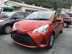 沖縄の中古車 トヨタ ヴィッツ 車両価格 135万円 リ済別 平成29年 0.9万K オレンジ