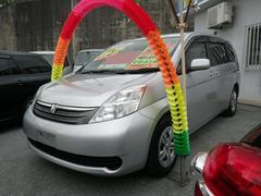 沖縄の中古車 トヨタ アイシス 車両価格 39万円 リ済込 平成17年 12.8万K シルバー