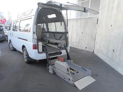 キャラバンバス福祉車両 2基積み リフト式
