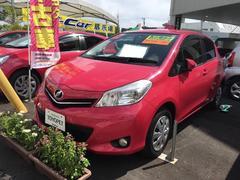 沖縄の中古車 トヨタ ヴィッツ 車両価格 86.4万円 リ済別 平成24年 3.4万K ピンク