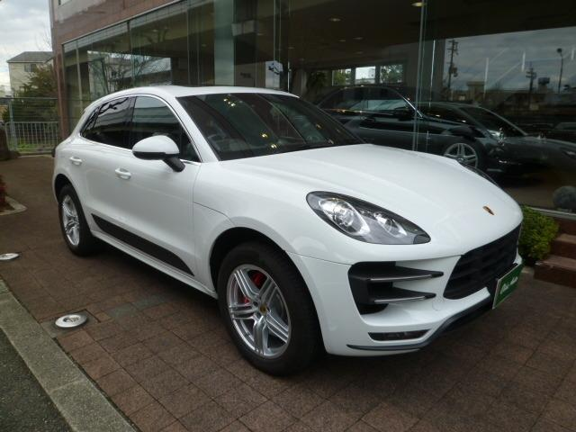 porsche macan macan turbo 2015 white 11 000 km. Black Bedroom Furniture Sets. Home Design Ideas