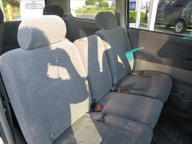 セカンドシート3名乗車です