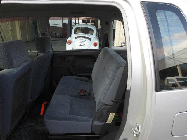 4人乗車です。座席位置少し高めです。