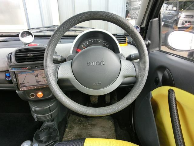 各スイッチ類は扱いやすいところに配置されていて、操作性も良く運転楽々ですよ。