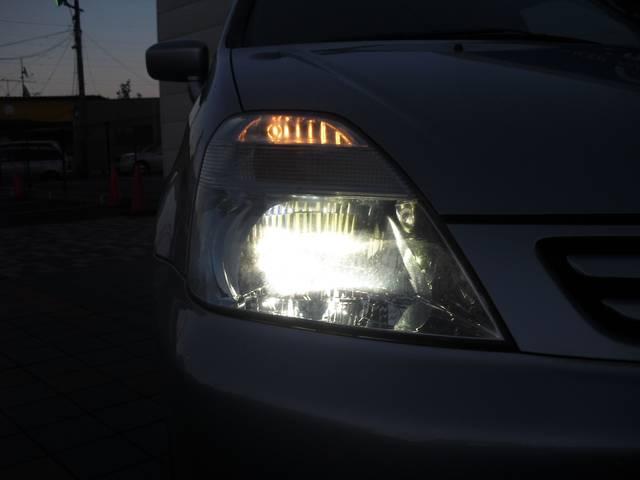 *HIDヘッドライトが標準装備!!とにかく明るく運転もしやすいです!!