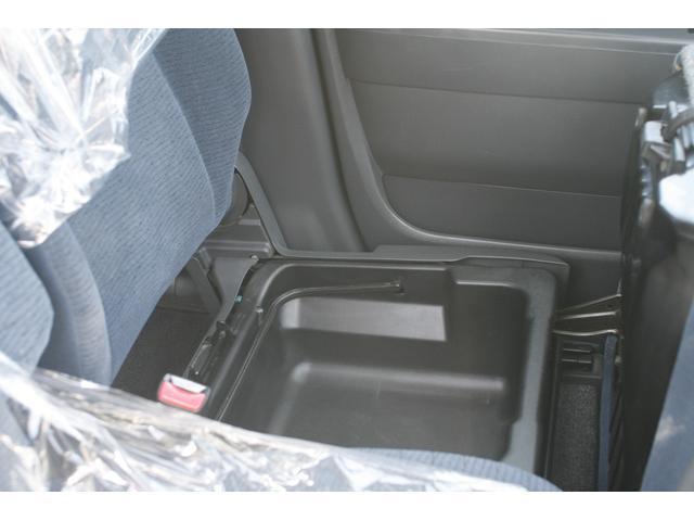 助手席シート下収納ボックス