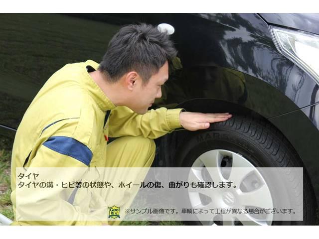 タイヤタイヤの溝・ヒビ等の状態や、ホイールの傷、曲がりも確認します。