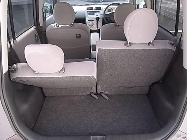 後部座席も自由自在にリクライニングすることができますので長期ドライブも安心。