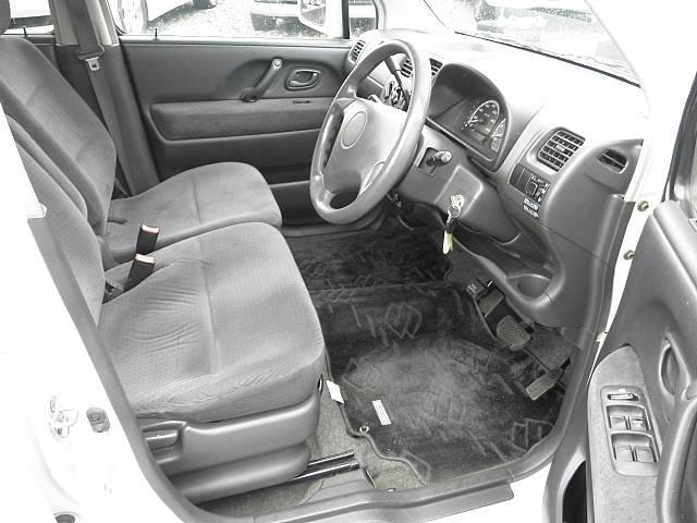 運転席シートも広々使えますv(*'−^*)bロングドライブも疲れ知らずで運転を楽しめます(^^ゞ