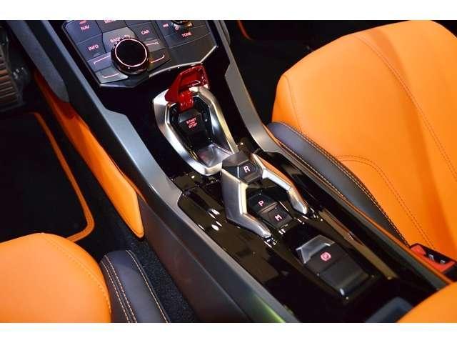 トランスミッションは「ランボルギーニ・ドッピア・フリッツィオーネ(LDF)7速デュアルクラッチ・ギアボックスを採用しています。