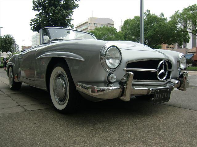 「ツーリングスポーツカー」として現代にまで続くSLの礎となった。