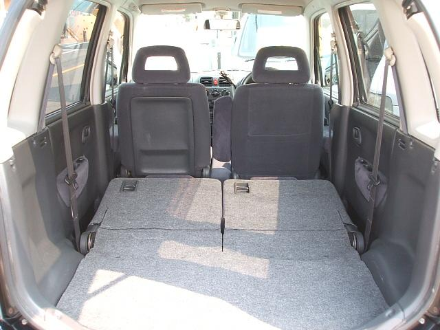 リアシート倒した状態です。かなり荷物が積めますよ!これだけのスペースができるといろいろ載せれて便利ですね。 愛知 大治 格安 軽四 軽自動車 安い 中古車 ジーフリー G−FREE