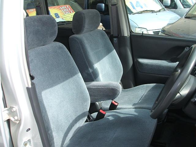 ドライバーのかたと助手席のかたが座るシートです。実際お座りいただいてご体感ください。お気軽にご来店ください! 愛知 大治 格安 軽四 軽自動車 安い 中古車 ジーフリー G−FREE