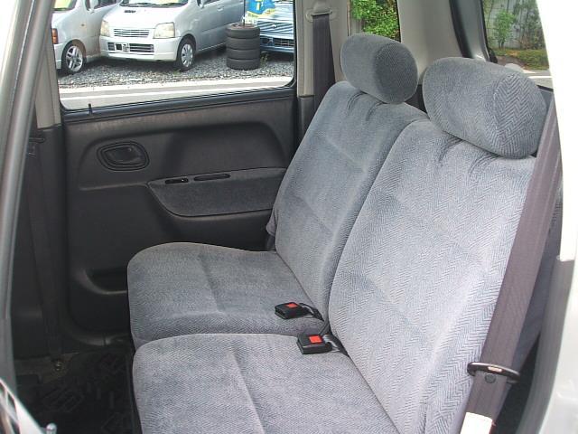 後部座席も当然、綺麗・清潔に仕上げております。内装の綺麗なお車は気持ちが良いですよね!! 愛知 大治 格安 軽四 軽自動車 安い 中古車 ジーフリー G−FREE