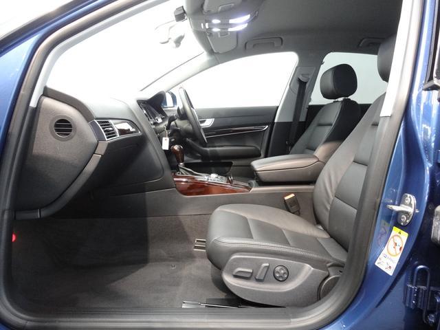 本革シートは全席シートヒーター付で冷えやすいレザーシートを暖めてくれます!