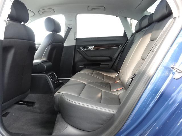 ゆったり座れるリアシート!後部座席もシートヒーター付き!