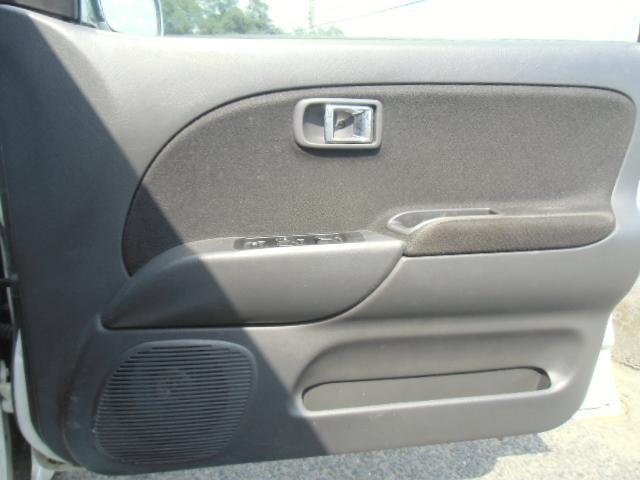 ミニライト専用ブラックとリムインテリア。スピーカー内蔵。シンプルかつクールな内装です。