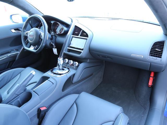 アウディ アウディ R8 5.2FSIクワトロ 認定中古車 カーボンエンジンカバー付き