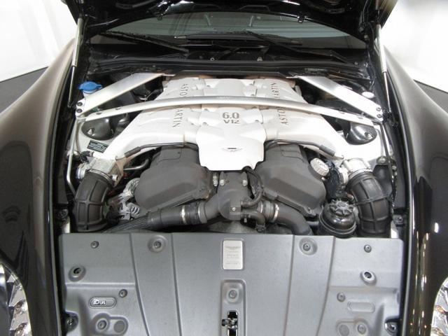 5.9V12DOHC、517ps、58.1Kgm
